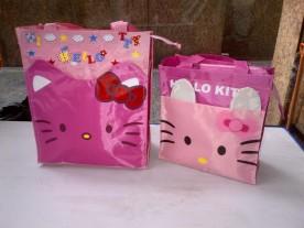 Tas kantong makanan Hello Kitty berukuran besar dan sedang..
